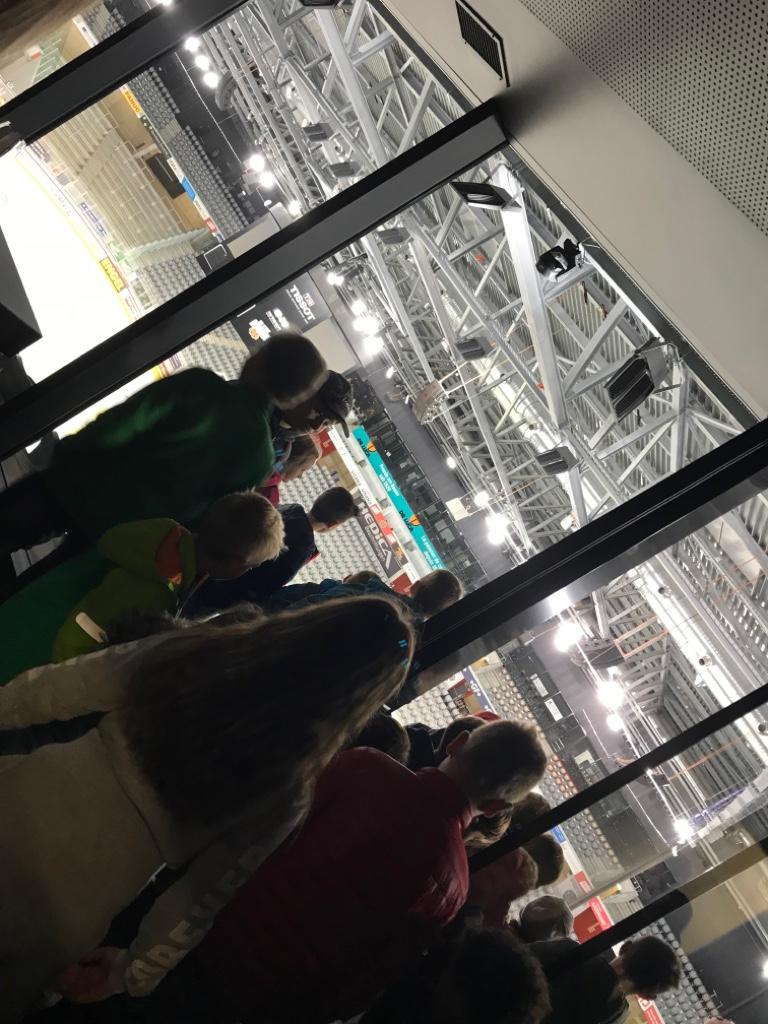 Staunen und Faszination der Zuschauer*innen beim Training des EHC-Biel