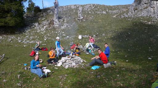 Pausieren nach dem Felsklettern in der Region La Rochette mit dem SAC Grenchen